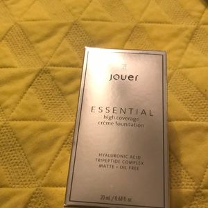 Jouer Essential High Coverage Foundation